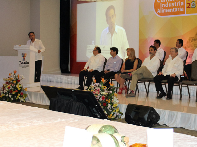 El subsecretario de Alimentación y Competitividad, Ricardo Aguilar Castillo, clausuró la Cumbre de la Industria Alimentaria TIF 2015.