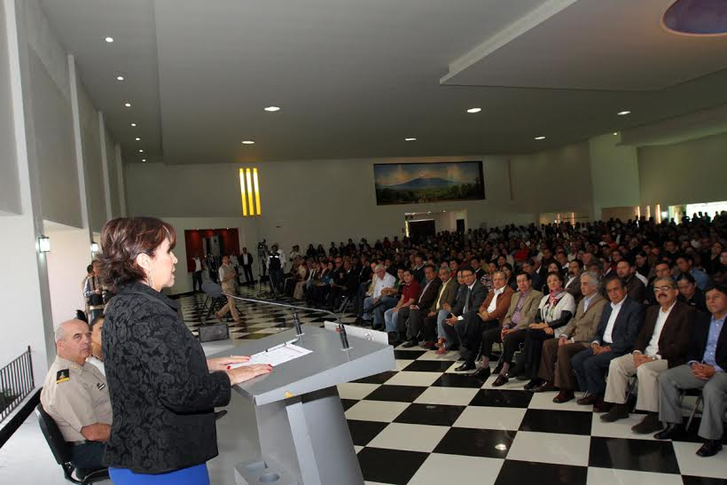 La secretaria de Desarrollo Agrario, Territorial y Urbano, Rosario Robles, ante asistentes en el marco de clausura de la Feria Tlaxcala 2015.