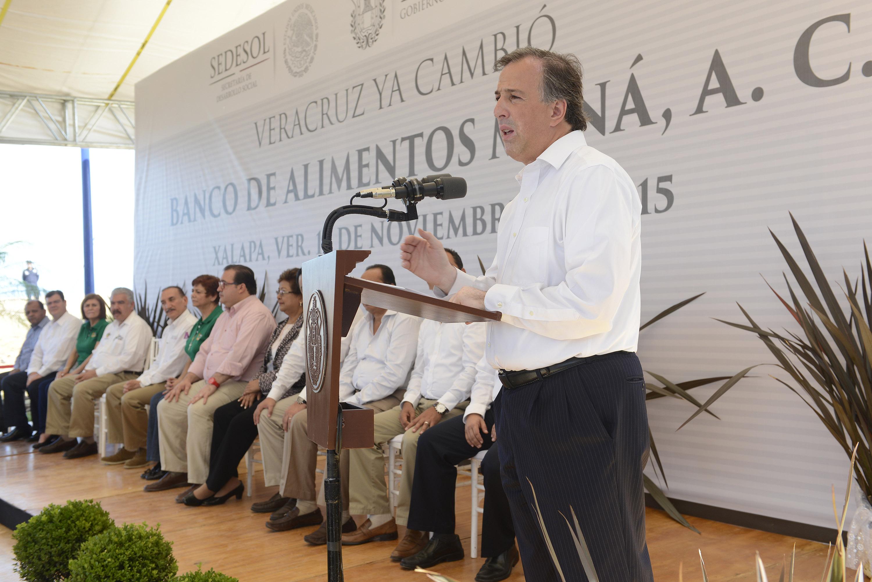 El secretario José Antonio Meade Kuribreña durante una gira de trabajo por Veracruz