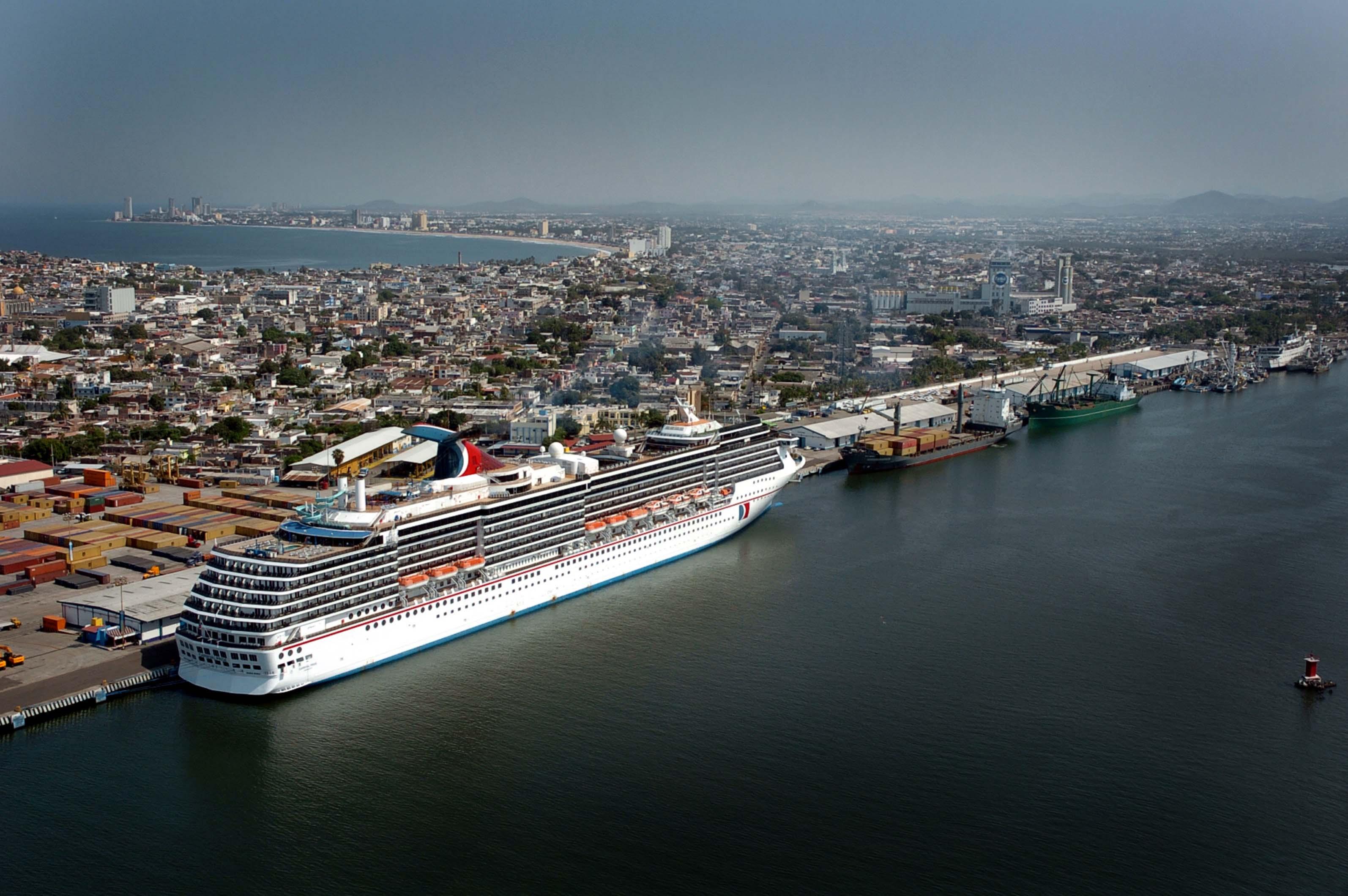 Trabajo coordinado entre SCT y SECTUR para impulsar el arribo de cruceros a México