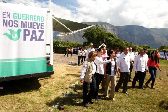 Entregaron Sedesol-IMSS Prospera-CDI unidades médicas móviles en la región de La Montaña, las cuales atenderán a 77 mil personas de 123 localidades de diez municipios.