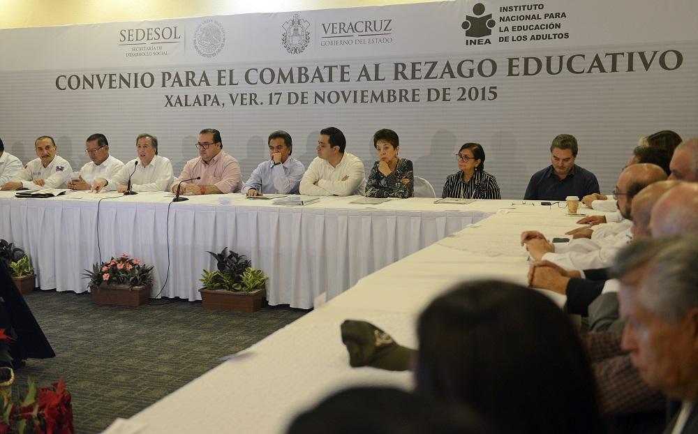 El secretario José Antonio Meade durante la firma de convenios Combate al Rezago Educativo y Acuerdo Integral de Desarrollo Social e Incluyente 2015