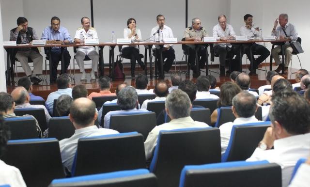 Hay que trabajar para reconstruir desde abajo el tejido social de Guerrero, afirmó ante delegados federales.