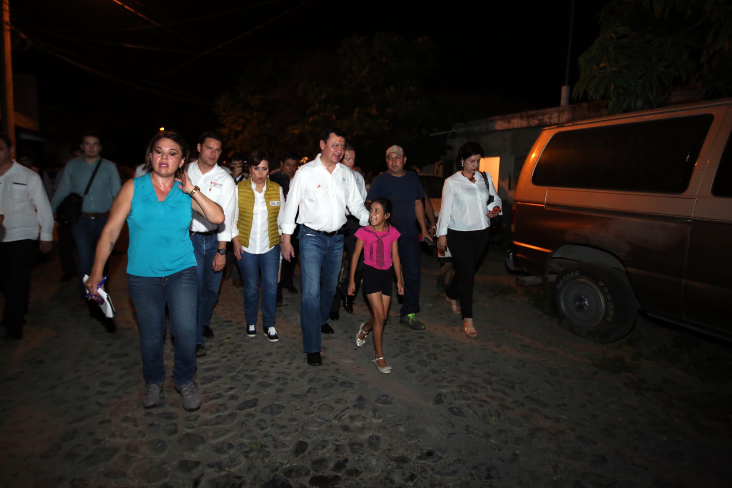 Miguel Ángel Osorio Chong, Secretario de Gobernación, durante el recorrido con mujeres en la Tívoli, en Colima