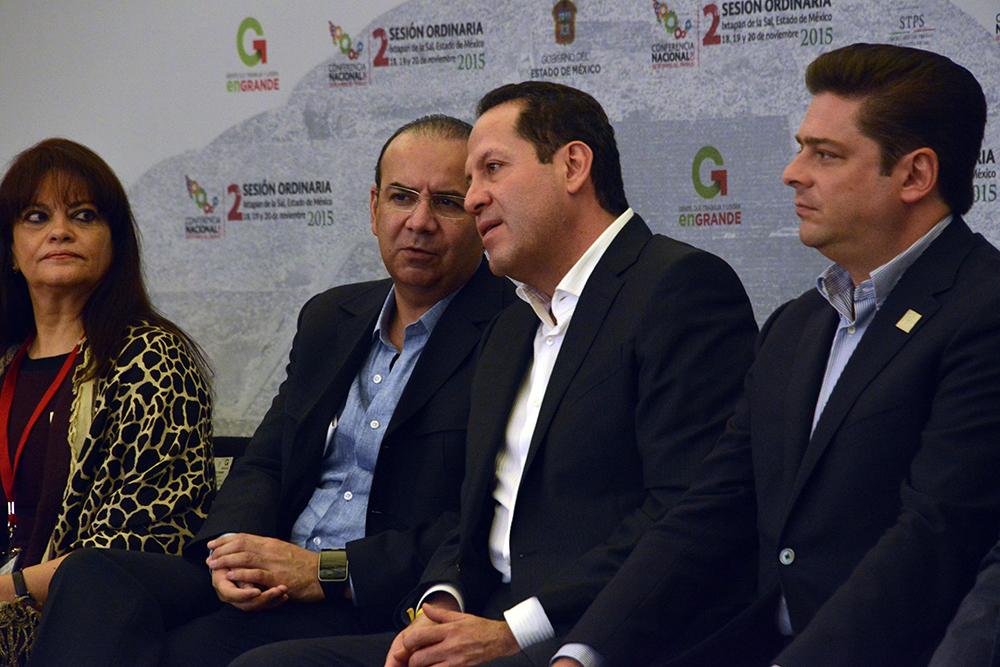 El Secretario del Trabajo, Alfonso Navarrete Prida, acompañado por el Gobernador Eruviel Ávila Villegas, durante la Inauguración de la 2a Sesión ordinaria de la CONASETRA.