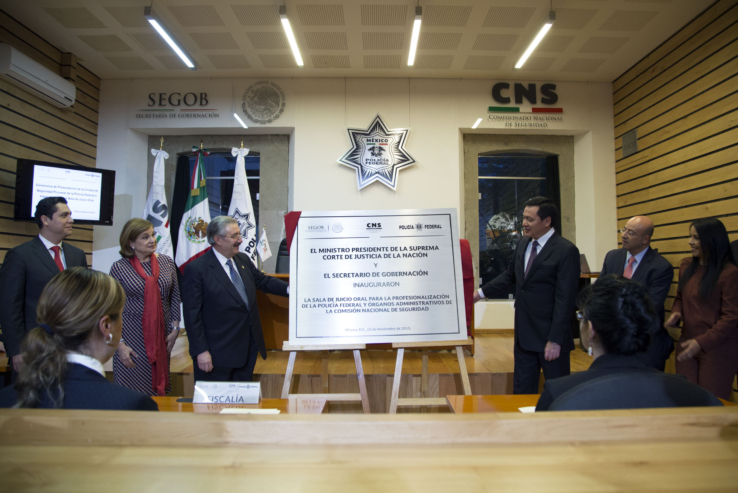 El Secretario de Gobernación, Miguel Ángel Osorio Chong,  durante la presentación de la Unidad de Seguridad Procesal de la Policía Federal Primera Generación del Curso de Formación Inicial 2015-1