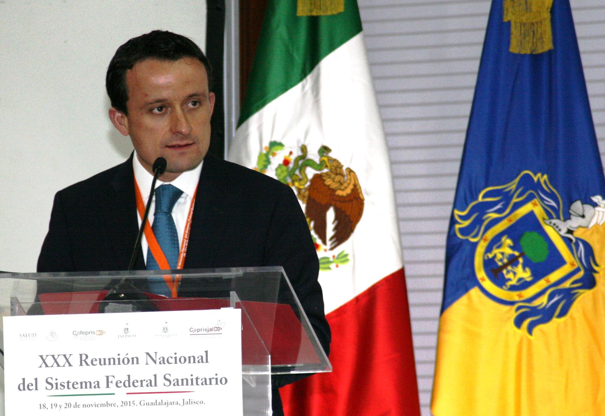 El Titular de COFEPRIS, Mikel Arriola, presentó resultados del combate a la ilegalidad en salud.