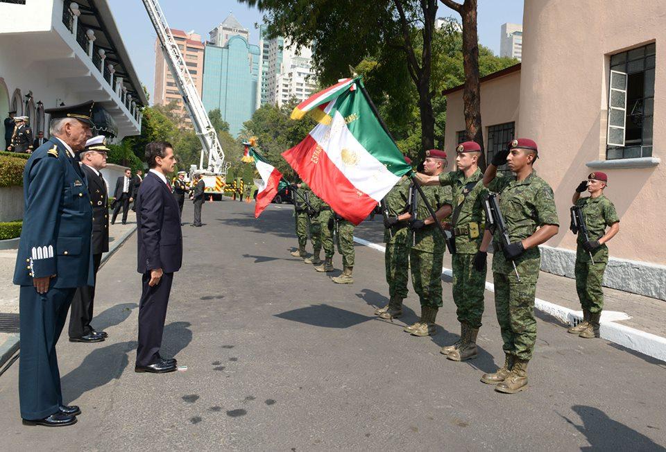 El Primer Mandatario encabezó la ceremonia de ascensos y condecoraciones a las Fuerzas Armadas en el marco del 105 Aniversario de la Revolución Mexicana.
