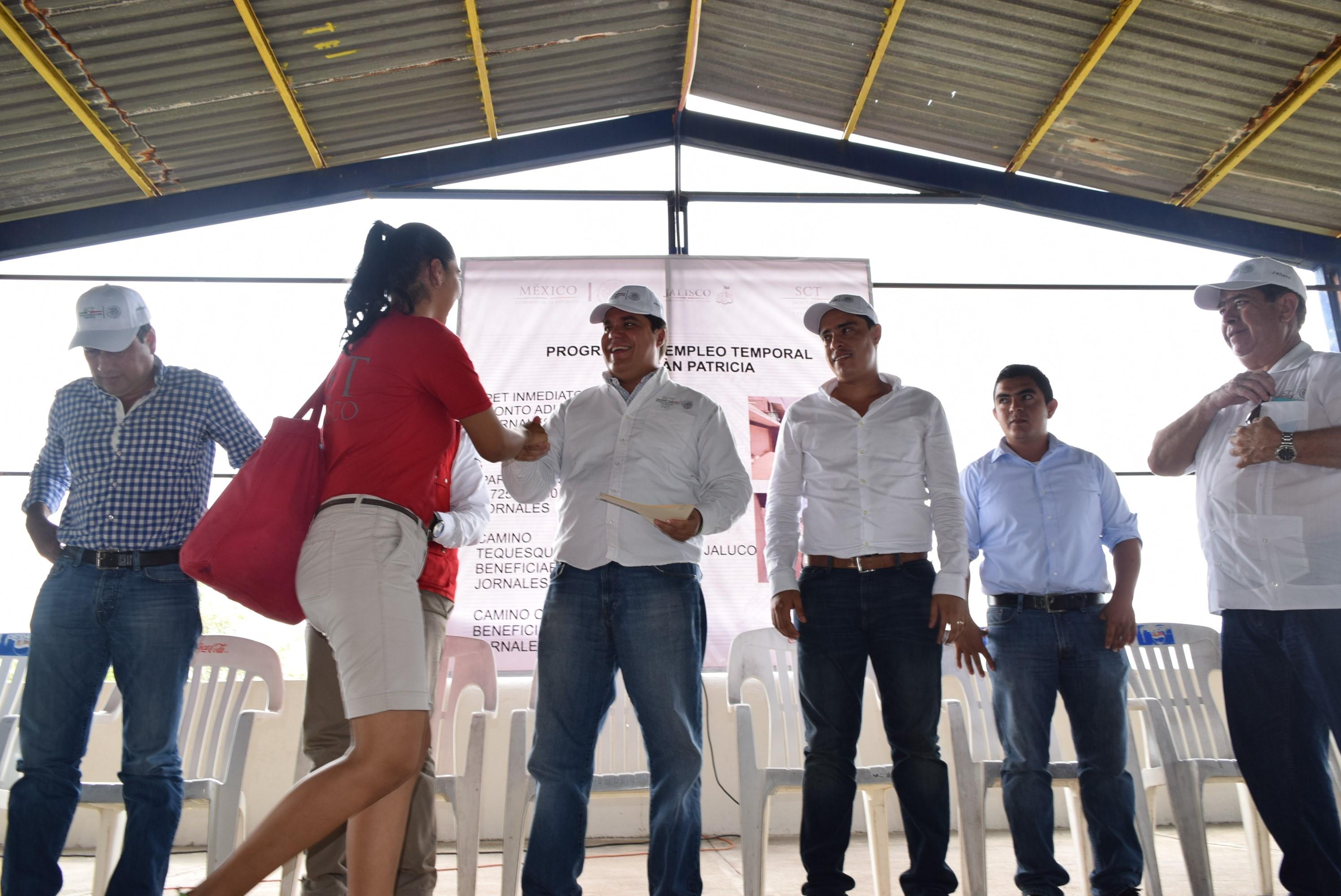 22 municipios afectados por Huracán Patricia reciben beneficios através del PET