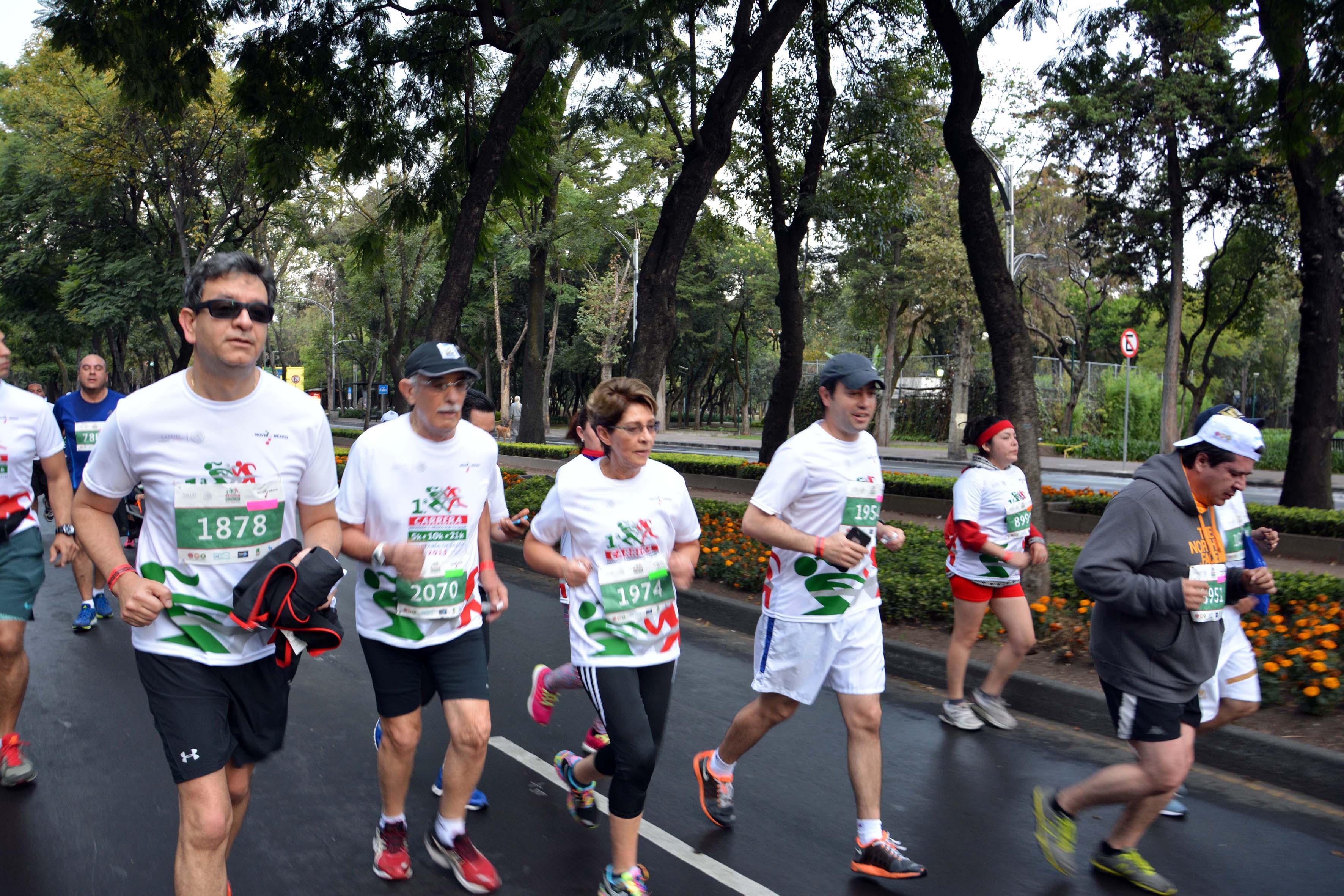 """La Secretaria de Salud, Mercedes Juan, participó en la 1ª Carrera """"Moviendo a México por tu Salud""""."""