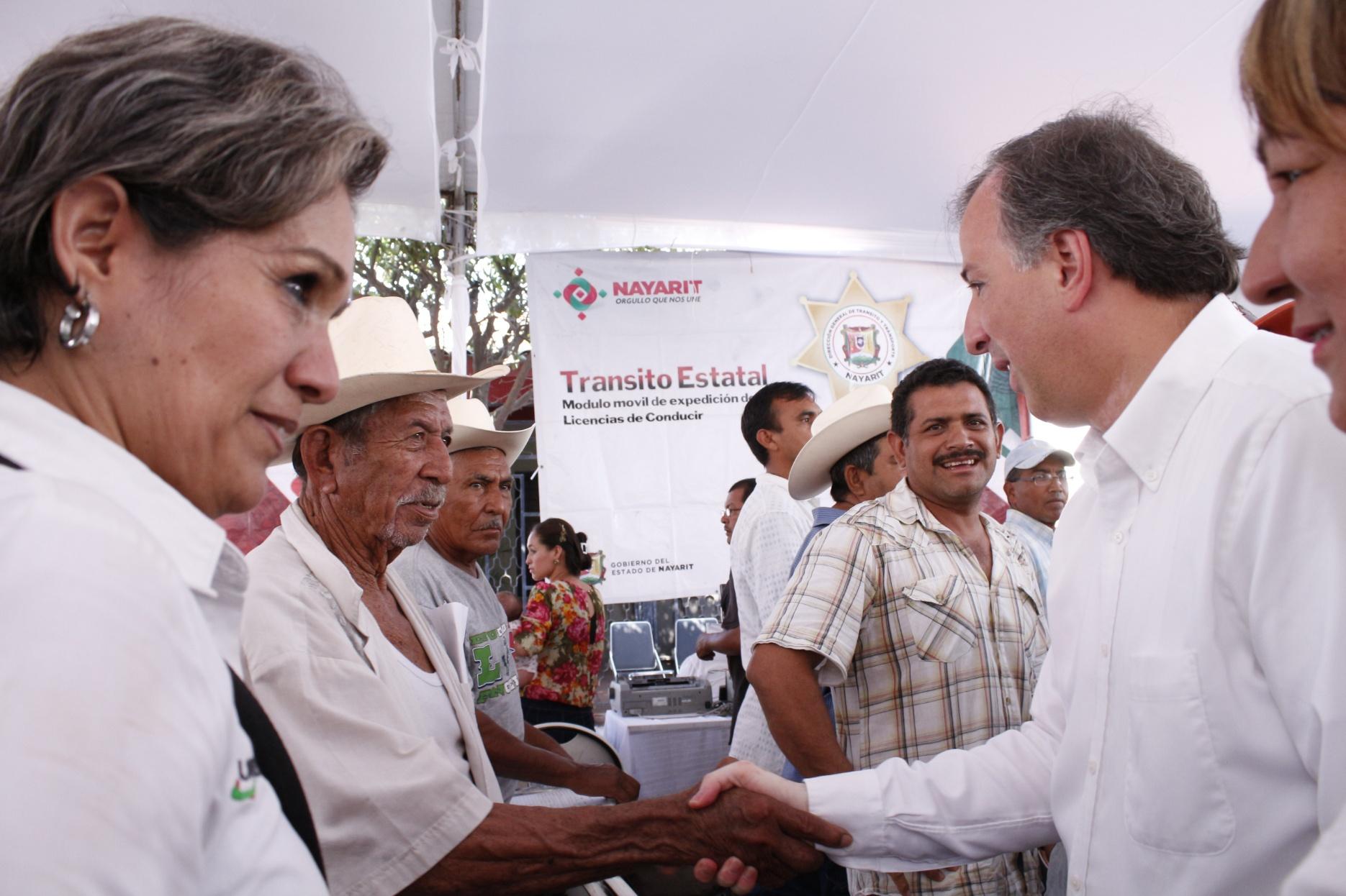 José Antonio Meade Kuribreña en la entrega de televisiones y recorrido por la feria de programas sociales en Tecuala, Nayarit
