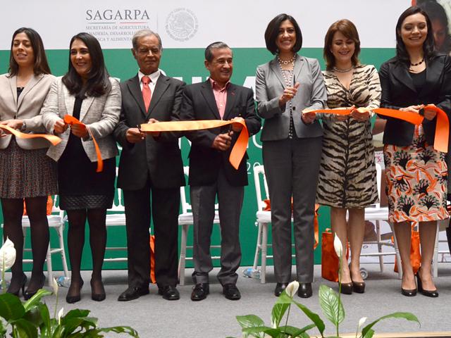 """Se inauguró en SAGARPA el evento """"Mujeres Rurales Moviendo a México""""."""