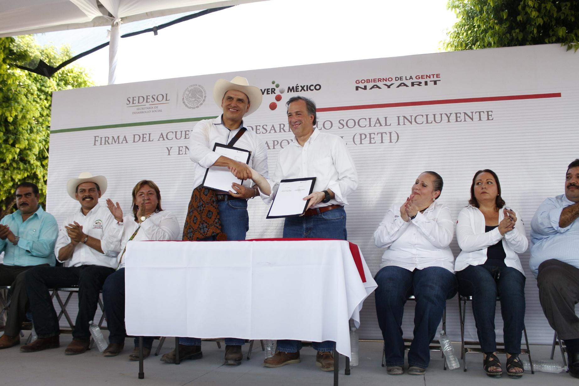 José Antonio Meade en el marco de la entrega de televisiones y recorrido por la feria de programas sociales en Tecuala, Nayarit