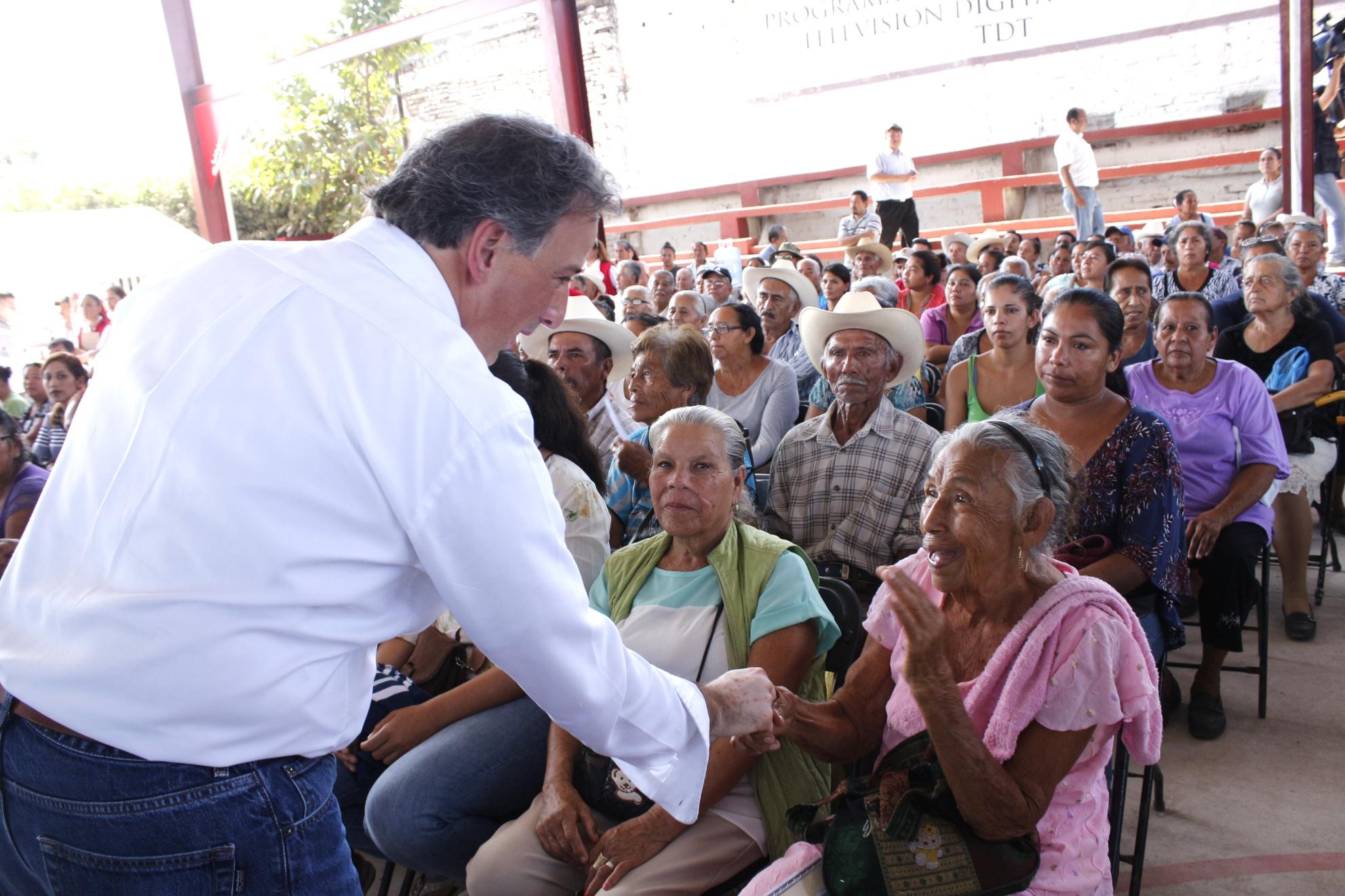 El secretario José Antonio Meade supervisó la entrega de televisores a poblaciones con escasos recursos