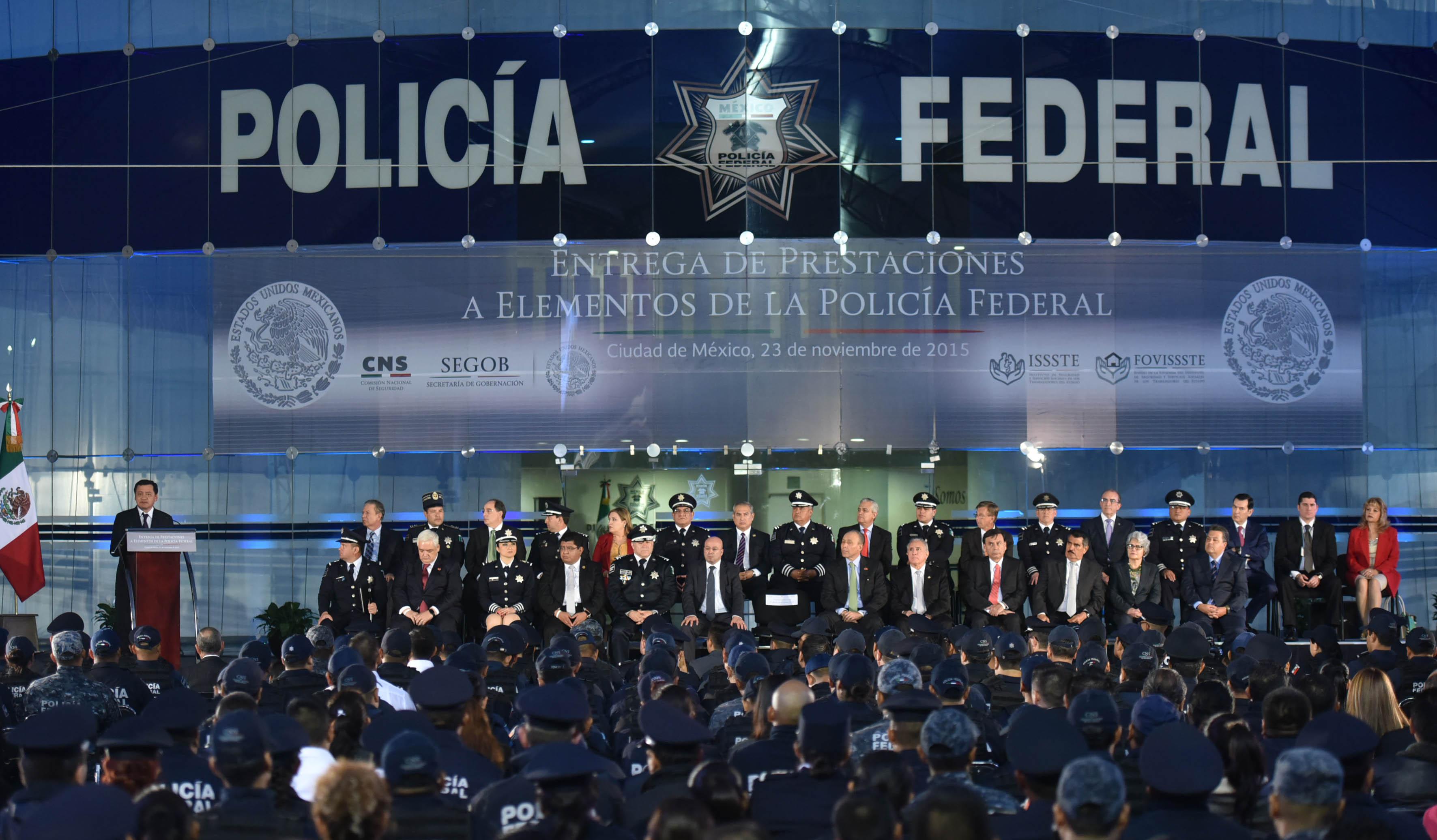 El Secretario de Gobernación, Miguel Ángel Osorio Chong, surante la Entrega de Prestaciones a Elementos de la Policía Federal
