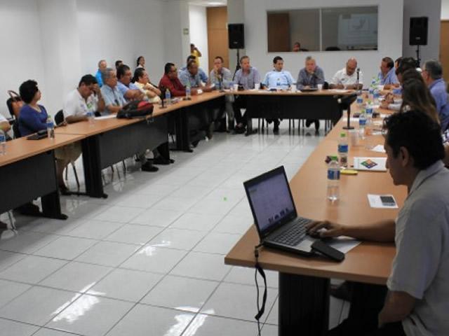 Acuerdan CONAPESCA y expertos integrar un grupo de trabajo multidisciplinario para fortalecer la industria naval mexicana.