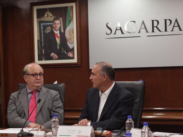 Trabajarán SAGARPA y Gobierno de Morelos en proyectos integrales para disminuir afectaciones por fenómenos climáticos.
