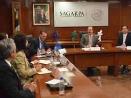 Desarrollan SAGARPA y WALMART compras directas a pequeños productores