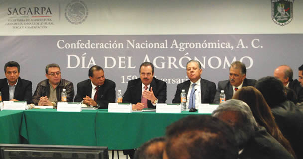 Los integrantes de la Confederación Nacional Agronómica.