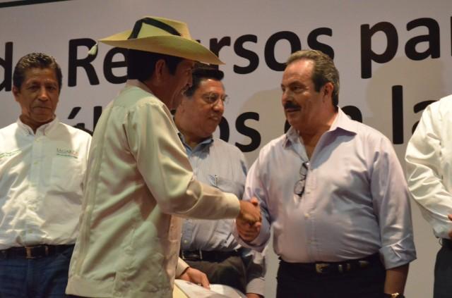 Lleva secretario Martínez y Martínez la SAGARPA al campo