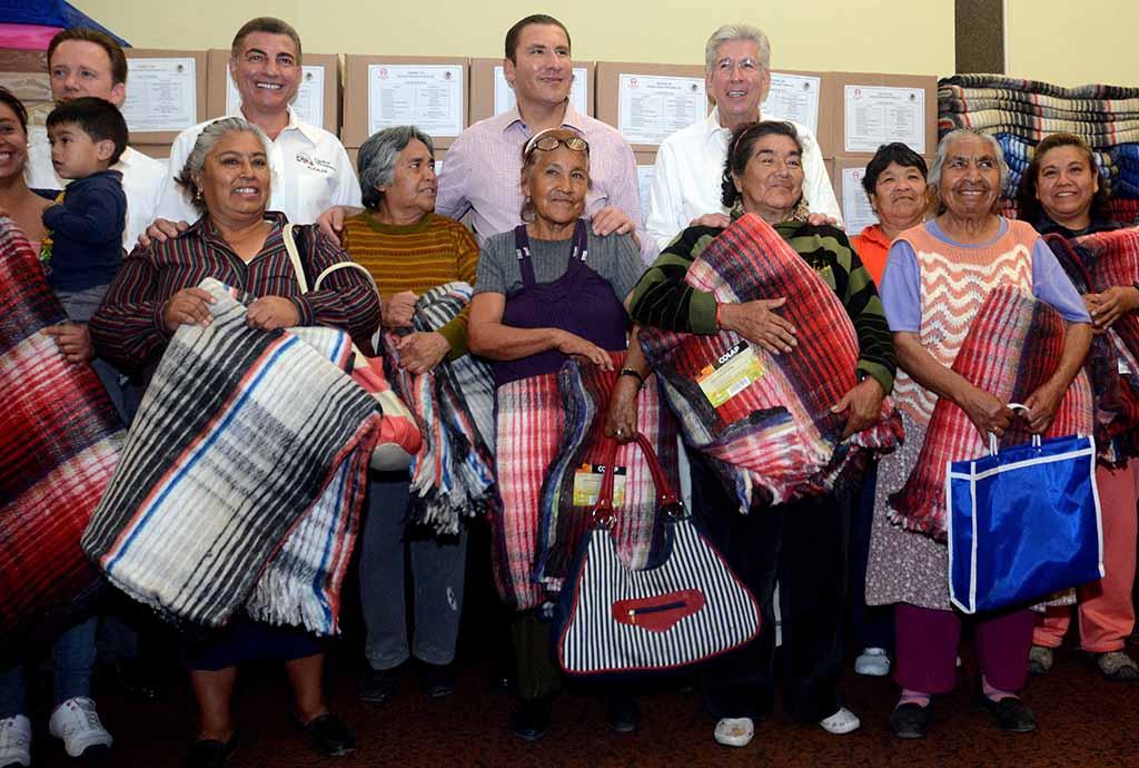 Entrega Gobierno Federal insumos a la población afectada por frentes fríos en Puebla