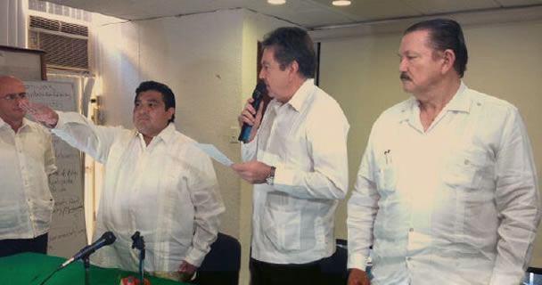 En representación del secretario Enrique Martínez y Martínez, el coordinador general de delegaciones de la SAGARPA, Víctor Hugo Celaya Celaya, tomó protesta al nuevo funcionario.