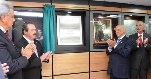 Inaugura EMM, Salón Secretarios