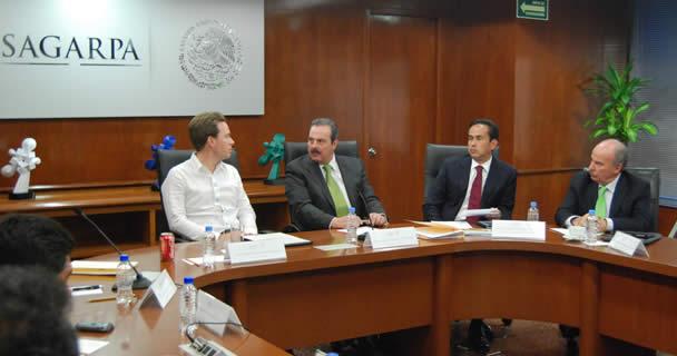 El secretario Enrique Martínez y Martínez y el gobernador Manuel Velasco Coello firmaron el Convenio Marco de Coordinación 2013, por medio del cual se reactivarán programa