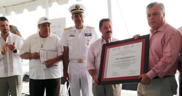 En el marco de los primeros 100 días de la administración del presidente Enrique Peña Nieto, SAGARPA y SEMARNAT reconocen al sector pesquero prácticas de pesca sustentable y de protección de las especies marinas.