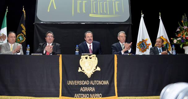 Con la representación del Presidente Enrique Peña Nieto, el titular de la SAGARPA, Enrique Martínez y Martínez, clausuró los trabajos conmemorativos del 90 Aniversario de la Universidad Autónoma Agraria Antonio Narro (UAAAN).