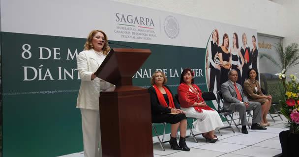 En el marco del Día Internacional de la Mujer, la abogada general de la SAGARPA convocó a la construcción de un Estado de Derecho que garantice a las mujeres un mínimo de bienestar social y económico, así como  el disfrute pleno de sus derechos y libertad