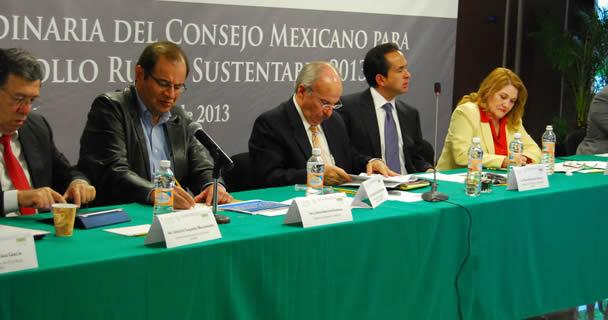 Con su participación en mesas de consulta, los productores contribuyen a la transformación del sector agroalimentario, afirmó el subsecretario de Alimentación y Competitividad de la SAGARPA, Ricardo Aguilar Castillo.