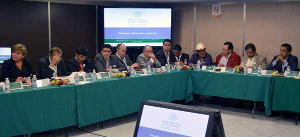 """Dentro del eje de gobierno """"México Próspero"""", se llevarán a cabo tres foros en igual número de estados: 15 de marzo, en Nayarit; 21 de marzo, en Colima, y 22 de marzo, en Sinaloa."""