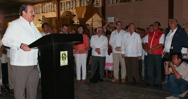 Entregan SAGARPA y gobierno de Yucatán insumos, equipos y estímulos productivos