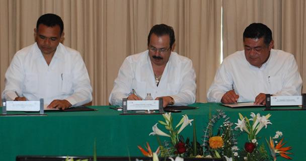 Convienen SAGARPA y los estados de la península de Yucatán la creación de un cinturón de protección sanitaria