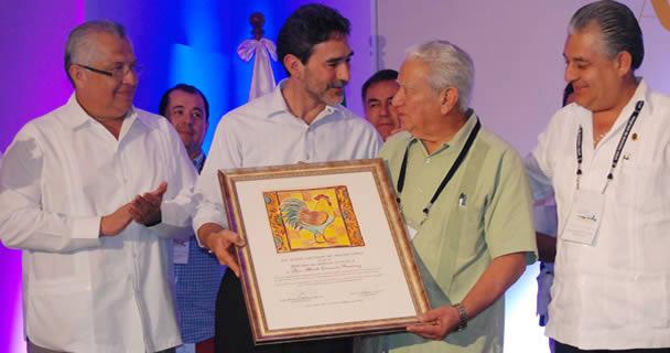 El presidente de la Unión Nacional de Avicultores (UNA), Jorge García de la Cadena, anunció que estos recursos servirán para dotar de infraestructura moderna al sector y mejorar los niveles de bioseguridad.