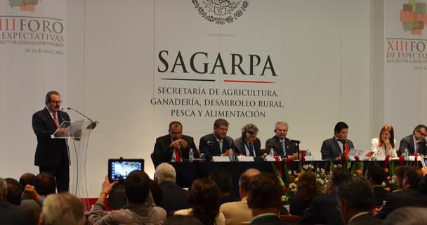 Inaugura el secretario Enrique Martínez y Martínez el XIII Foro de Expectativas del Sector Agroalimentario –organizado por el Sistema de Información Agropecuario y Pesquero (SIAP-SAGARPA)
