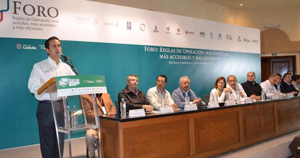 """Ricardo Aguilar Castillo y el gobernador Rubén Moreira Valdez inauguraron el """"Segundo Foro de Reglas de Operación, más sencillas, más accesibles, más eficientes""""."""