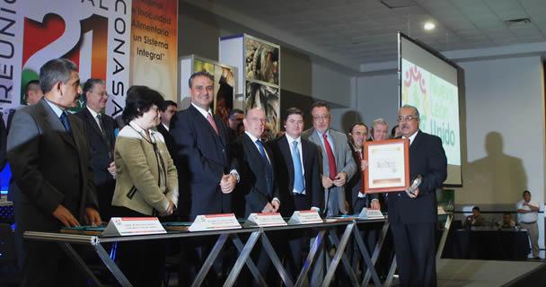 SAGARPA otorgó al Médico Veterinario Zootecnista Arturo Cabrera Torres el Premio Nacional de Sanidad Animal 2013.
