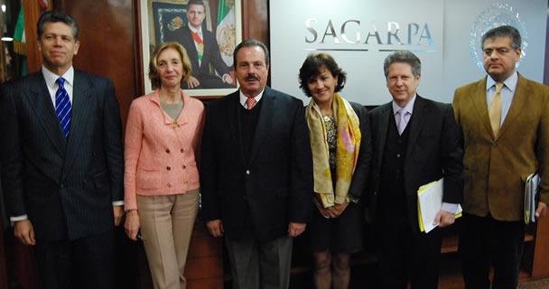 En reunión de trabajo, el titular de la SAGARPA, Enrique Martínez y Martínez, y la ministra de Comercio Exterior de Francia, Nicole Bricq, coincidieron en la importancia de fortalecer la relación comercial .