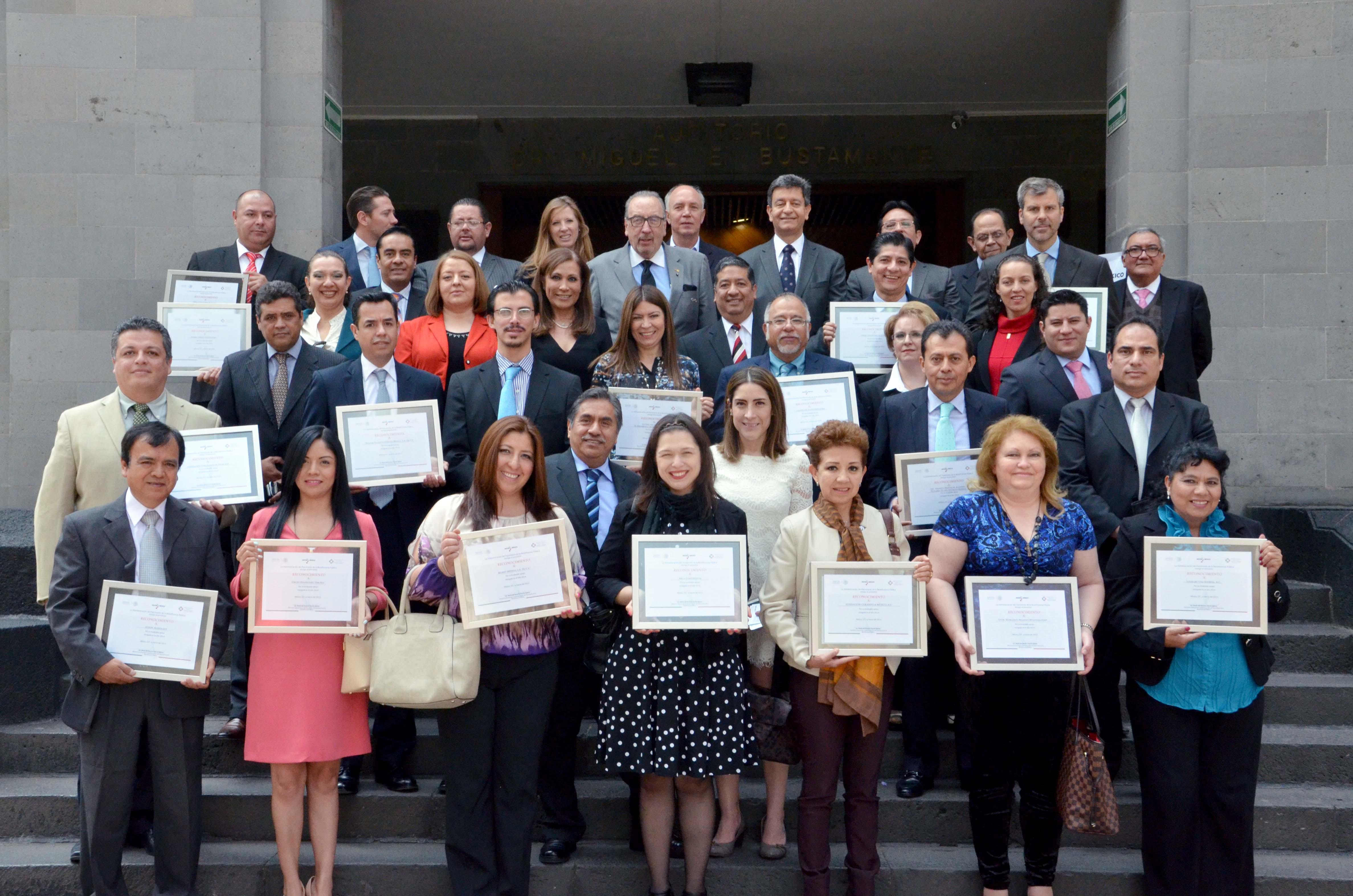 Ceremonia de la Entrega de Reconocimientos a Donadores y Empresas Socialmente Responsables 2014
