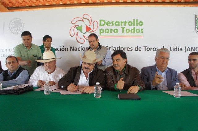 Firma SAGARPA convenio para mejorar estatus sanitario de ganado bravo