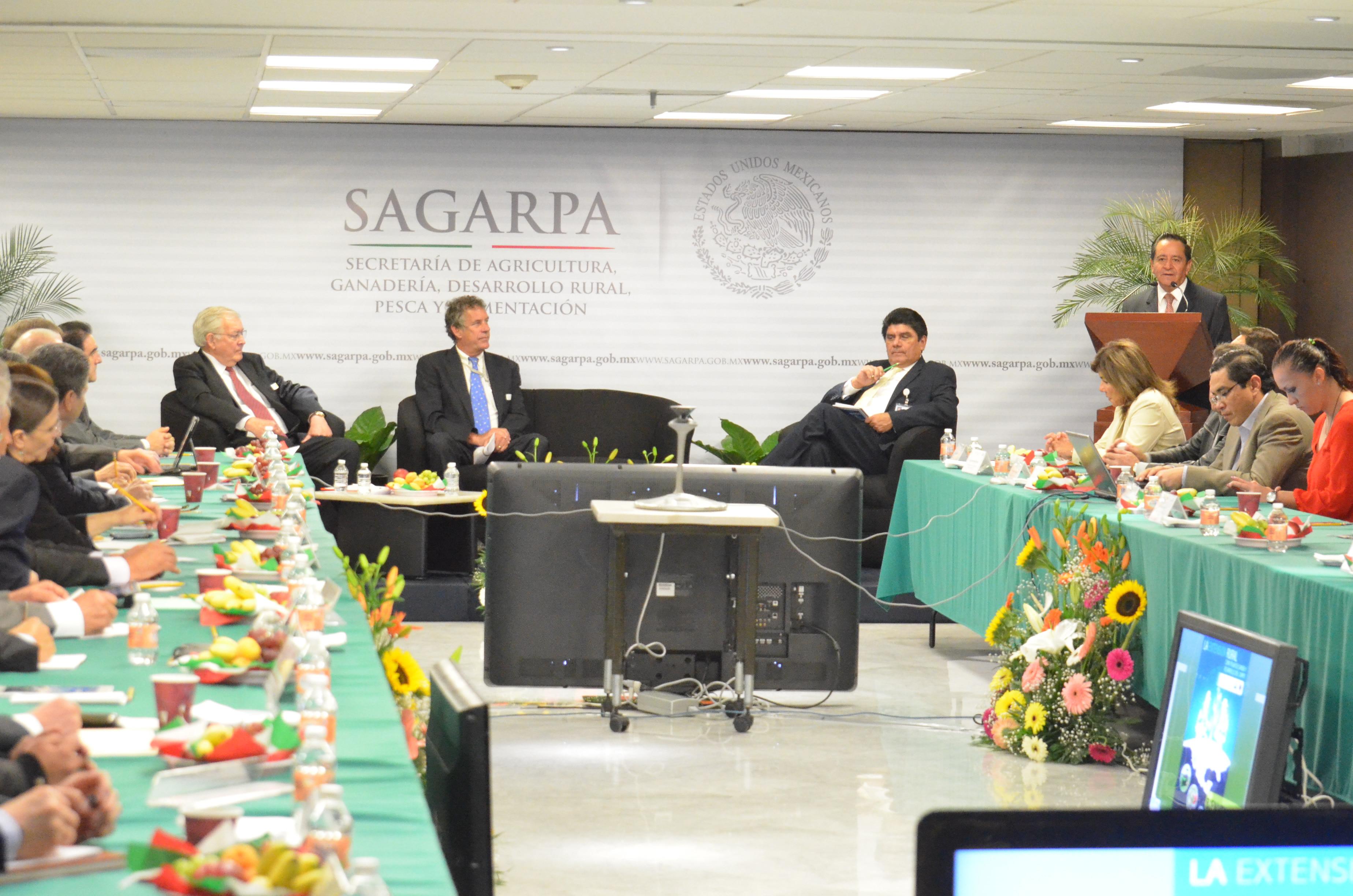 El consejero agrícola de la Embajada de Estados Unidos en México, Daniel Berman, coincidió en que el extensionismo es uno de los factores que detonan el crecimiento en el sector rural.
