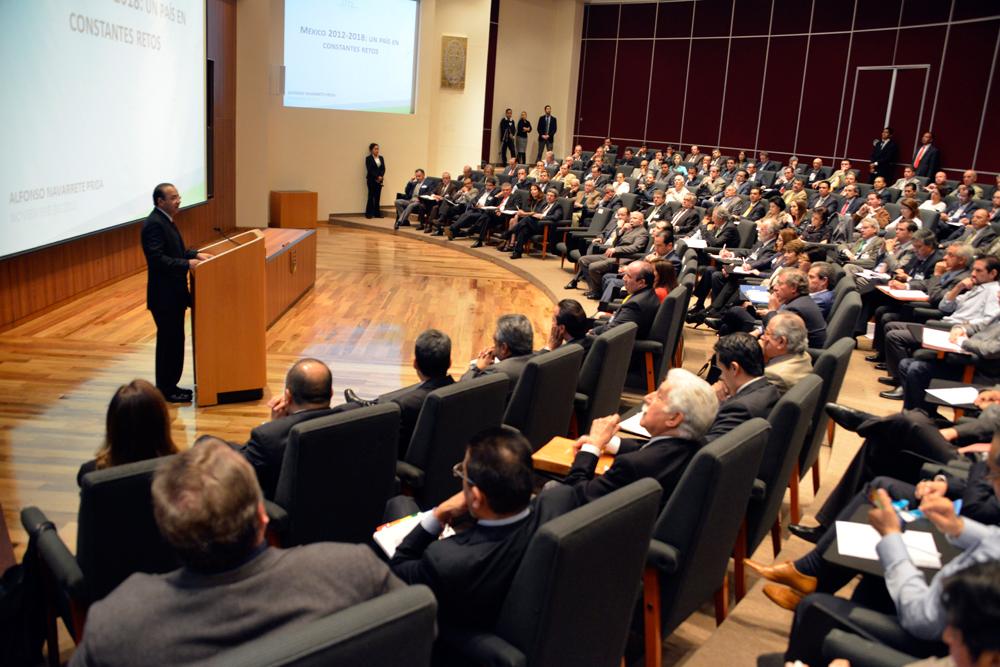El Secretario del Trabajo y Previsión Social, Alfonso Navarrete Prida, dictó una Conferencia Magistral sobre las condiciones del mercado laboral mexicano a más de 200 egresados de los Programas de Alta Dirección del IPADE.