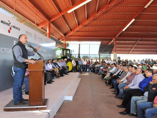 El secretario José Calzada Rovirosa y la gobernadora Claudia Pavlovich acordaron la tecnificación de riego de 10 mil hectáreas en el Valle del Yaqui.