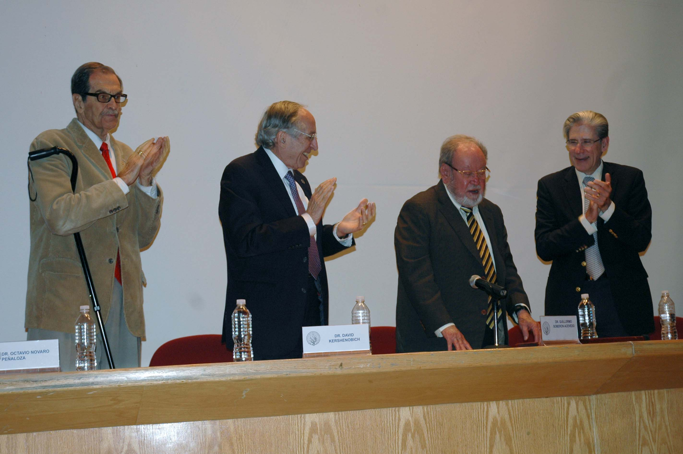 El doctor Guillermo Soberón, cambió la visión de la salud pública en nuestro país.