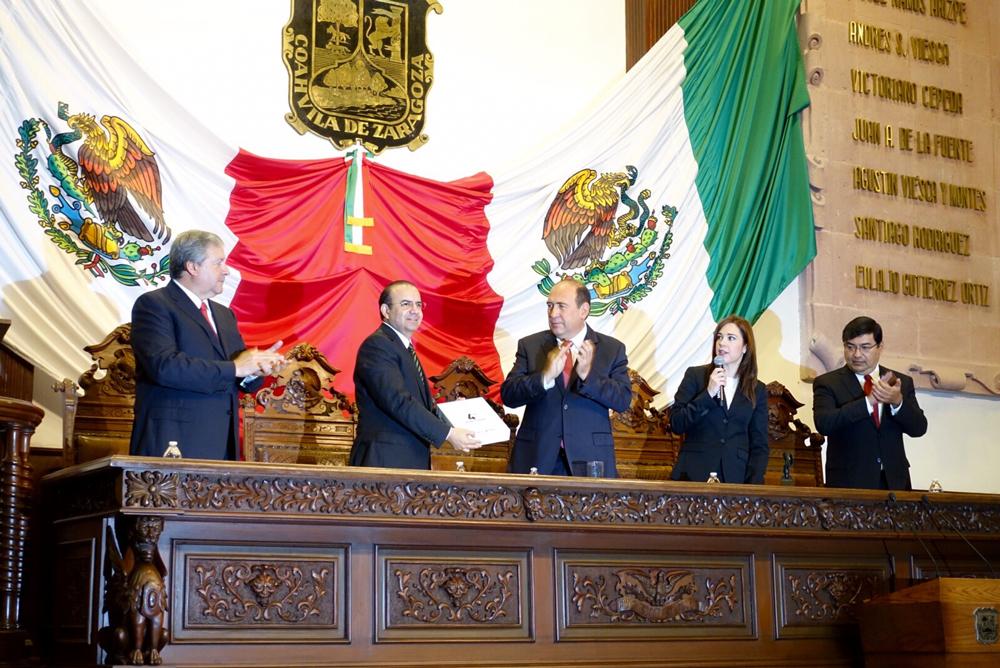 El Secretario de la STPS, Alfonso Navarrete Prida asistió en representación del Presidente de la República, al Informe del Gobernador de Coahuila.