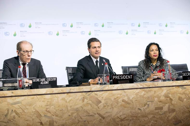 """""""México considera que fijar un precio al carbono es una medida efectiva para reducir las emisiones de gases de efecto invernadero y promover el uso de combustibles más limpios"""", dijo el Primer Mandatario."""