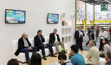 """Semarnat presenta su videoteca """"México Megadiverso"""" en la Feria Internacional del Libro (FIL) de Guadalajara 2014."""