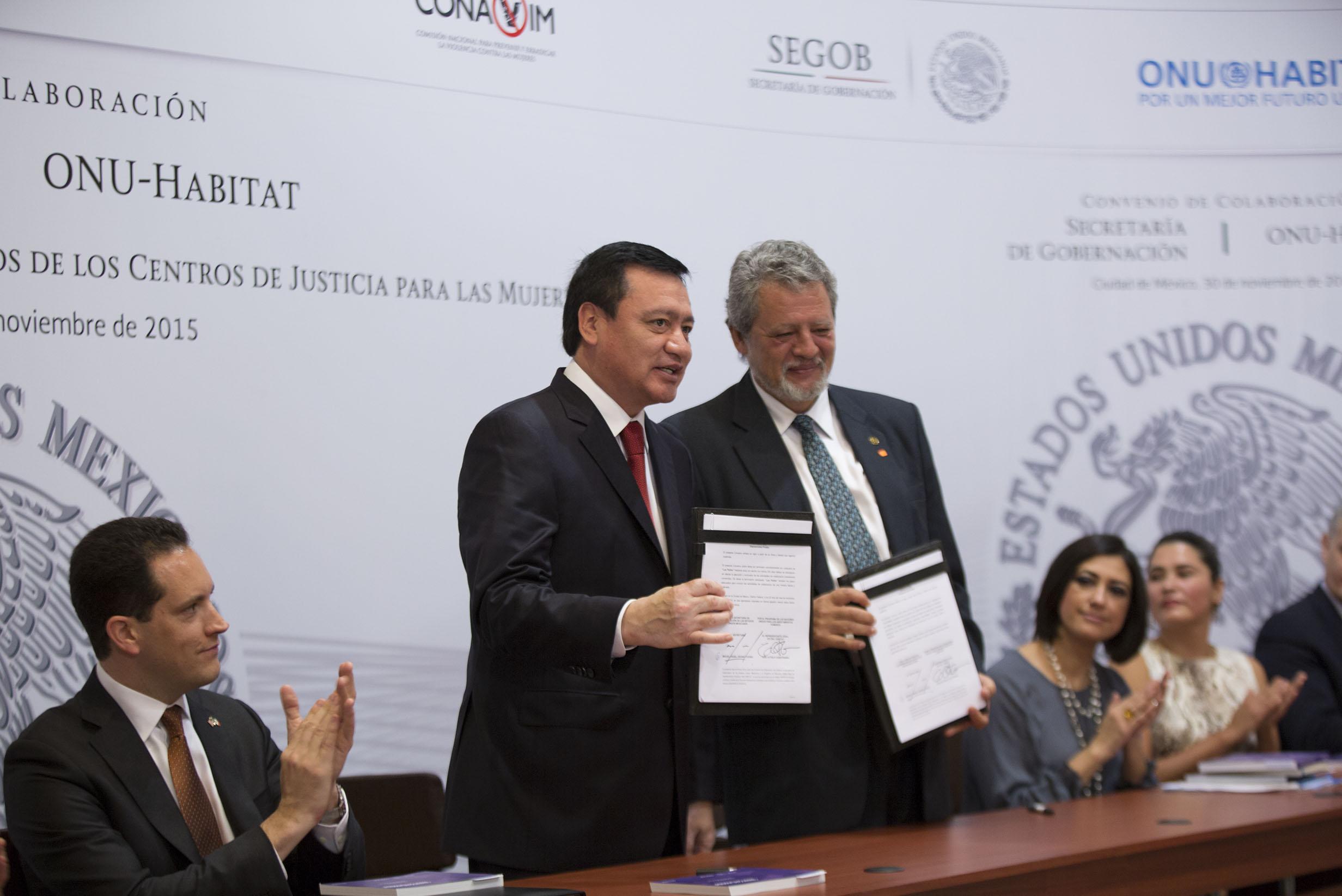 Miguel Ángel Osorio, Secretario de Gobernación, durante la Firma del Convenio de Colaboración entre la Secretaría de Goberanción y  ONU Habitat